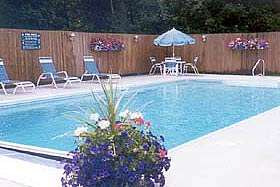 Pool at Cromwell Harbor Motel